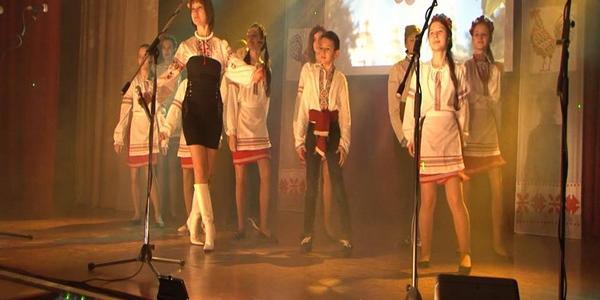 Школьники устроили в Кременчуге «Веселковий дивоспів»