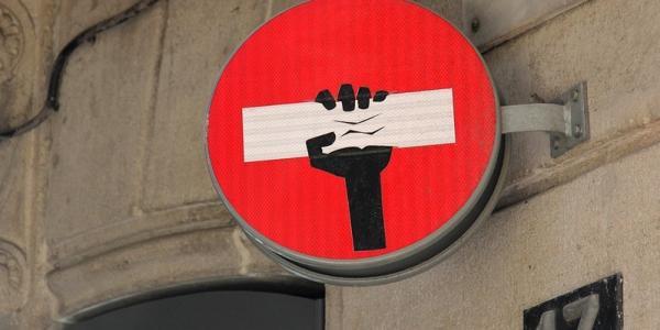 Депутатов бортонули: в мэрии провели тайное совещание по дорожным знакам и светофорам