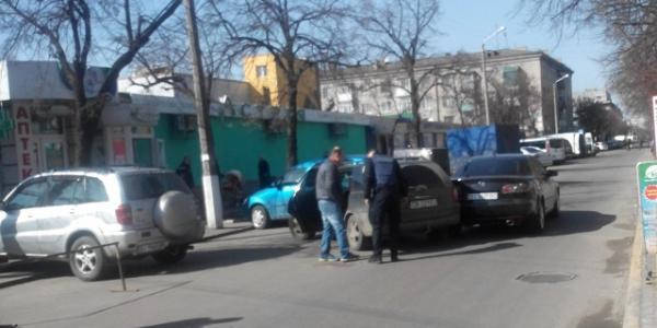 Возле рынка в Кременчуге столкнулись машины