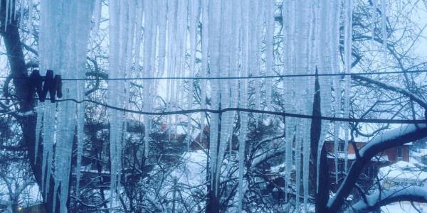 Мега-сосульки растут на балконах кременчужан