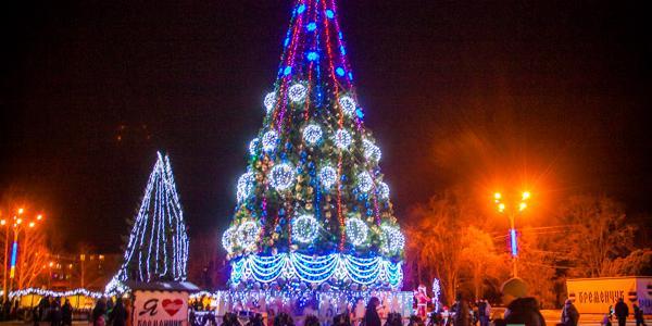 Главная елка Кременчуга будет радовать горожан до 22 января