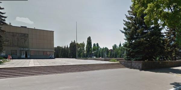 Говорили – «балакали»: два месяца идет обсуждение предложения вице-мэра Пелипенко, как засыпать фонтан у ГДК и сделать из него клумбу