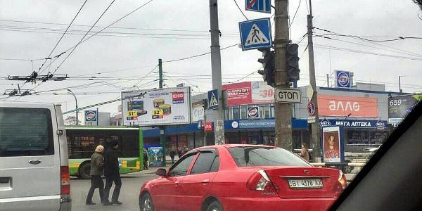 На перекрестках возле Центрального рынка – не работают светофоры