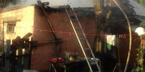 У приватному будинку в Кременчуці ранкова пожежа знищила дах будівлі
