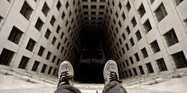 В Кременчуге 20-летний парень выпрыгнул с 5 этажа