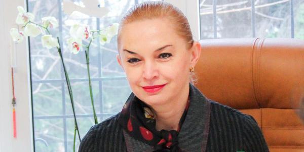 Экс-директор гимназии №5 Бобер подала в суд иск о восстановлении в должности