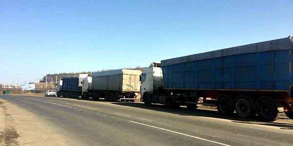Прокуратура проверяет законность пребывания в Кременчугском районе 7 грузовиков с мусором из Западной Украины