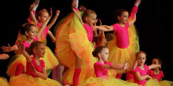 Модерном, джазом и талантом покорил кременчужан Народный театр танца «Глория»