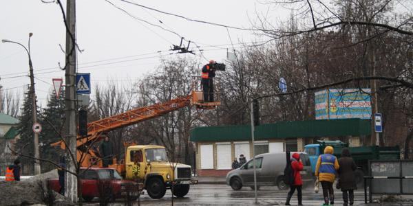 Светофор на электростанции будут ремонтировать под дождем до обеда