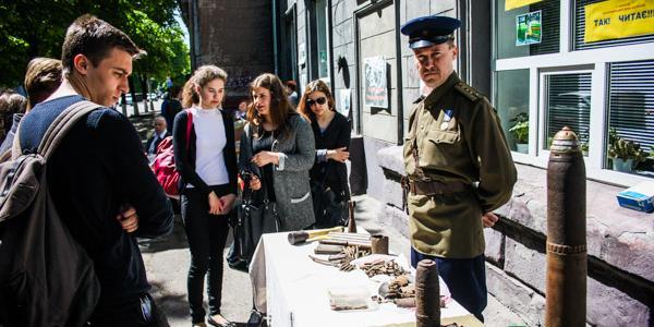 Кременчужанам показали две выставки одной войны