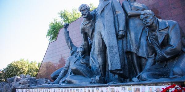 9 Мая минуло и власти признались, что мемориал «Вечно живым» ещё капитально не отремонтирован