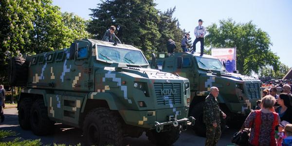 «АвтоКрАЗ» традиционно 9 Мая показал кременчужанам образцы военной техники