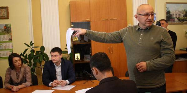 Украинца уволили с должности главврача, не восстановив с ним трудовые отношения