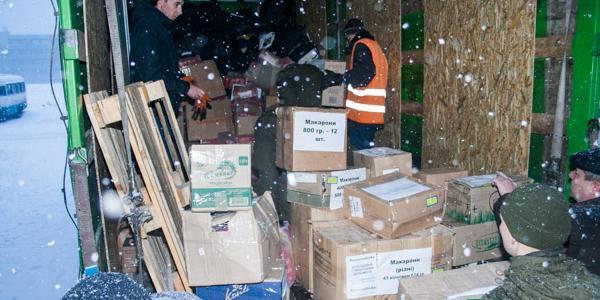 Кременчужане повезли полную фуру гуманитарной помощи в Авдеевку