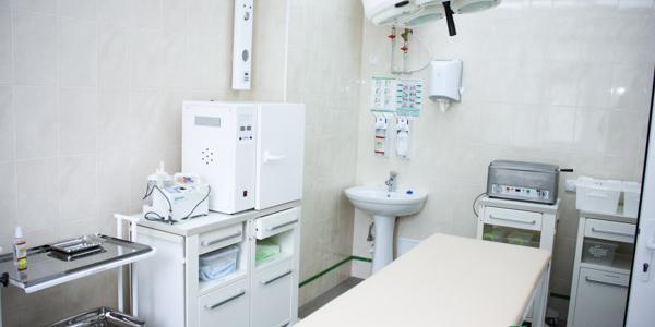 На открытии приемного отделения детской больницы показали кроватки по 5 тысяч 600 гривень