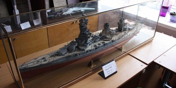 Кременчугские первоклассники скопировали и построили военные корабли и технику