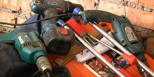У кременчужан украли электроинструмент, насосную станцию и десять батарей