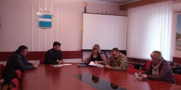 Председателем контрольно-ревизионной группы по вопросам матпомощи военным и волонтерам выбрали В.Онопко, пресс-секретарем С.Полюховича.