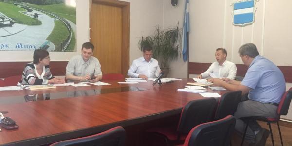 На заседании депкомиссии по вопросам ЖКХ Кременчугского горсоветабыла рассмотрена программа ремонта спорплощадок