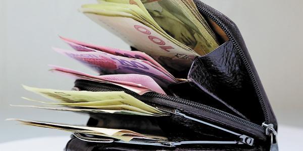 На «Укртатнафте» к Новому году каждому работнику добавили деньжат