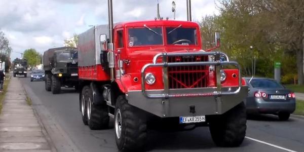 В сети появилось видео со слета владельцев грузовиков марки КрАЗ
