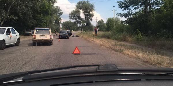 Под колеса автомобиля попал скутерист