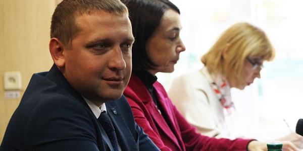 Малецкий «обрабатывает»членов госпитального совета, чтобы протолкнуть Усанову на руководящую должность