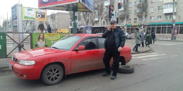 В центре Кременчуга Daewoo «потеряла» колесо