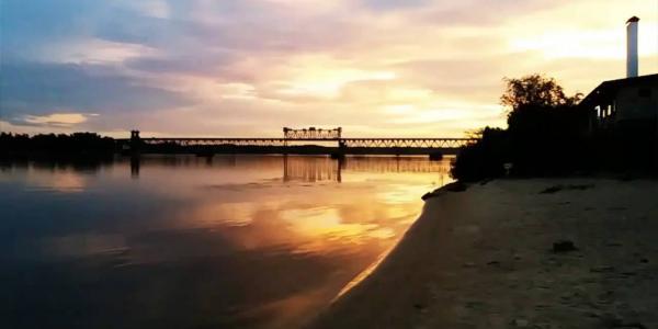 Полтавский облсовет просит власти страны строить мост через Днепр в Кременчуге, а не в пригороде