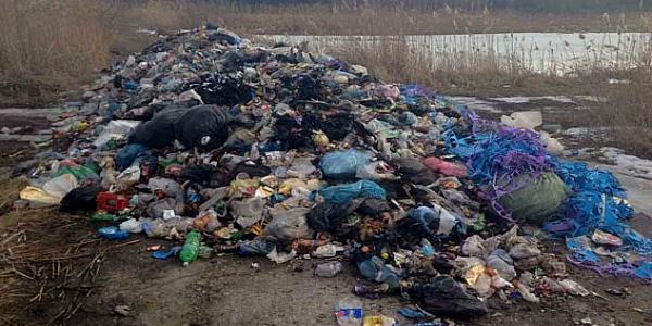 Полиция Кременчуга уже установила автомобили, которые выгрузили львовский мусор в нашем регионе