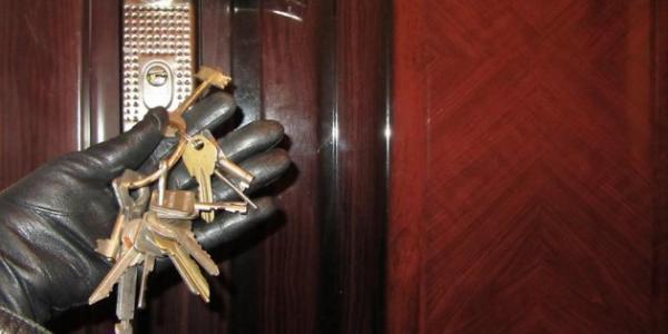 В Кременчуге квартирные воры «поживились « почти на 46 тысяч гривень  и 400 долларов