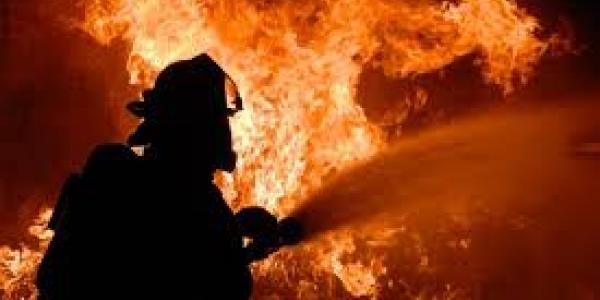 Во время работы с металлом в Кременчуге загорелся склад