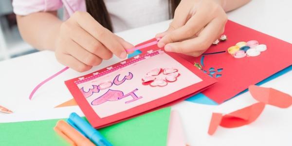 Кременчужан зовут за рукотворными открытками для мам