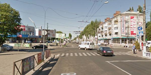 На перекрестке улиц Первомайской и Небесной Сотни (бывшая – Пролетарская) всегда создается скопление машин