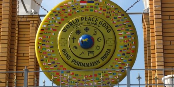 Кременчугскому Гонгу Мира посвятят книгу