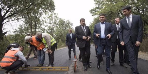 Гройсман проверил ход капитального ремонта автомобильной дороги в Полтавской области