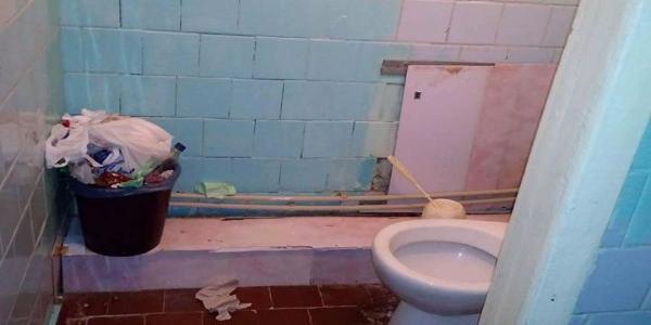Полтавчанка показала обитателей санузла городской детской больницы
