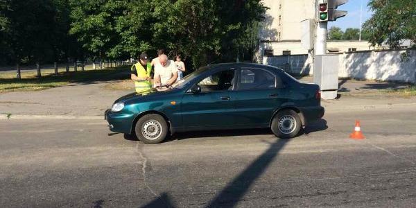 В Кременчуге под колёса Daewoo попал парень в наушниках (дополняется)