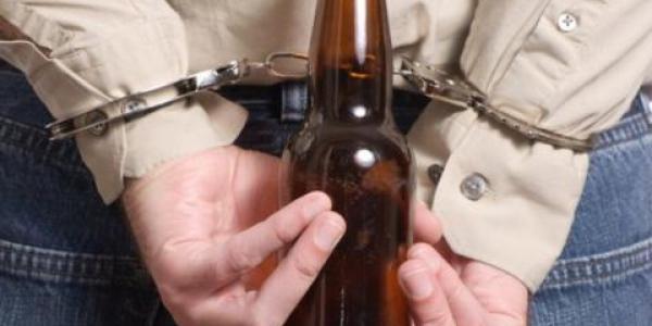 Гражданин вынес из магазина шесть бутылок пива по 2 л