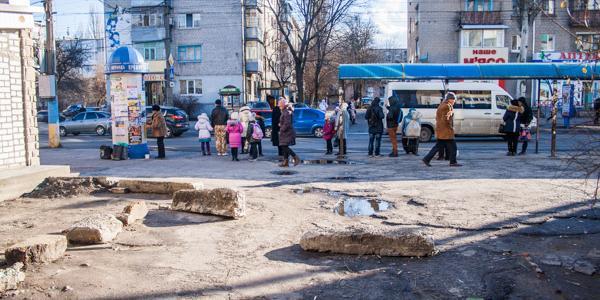 Во дворах Кременчуга демонтируют искусственные препятствия