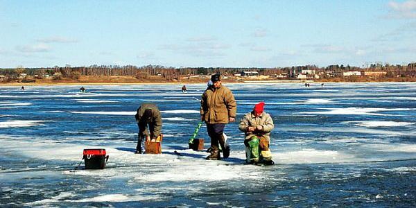 В Кременчугском море заблудились четверо рыбаков
