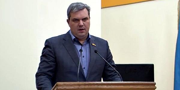 Депутат Кальченко призывает членов исполкома ездить на личных авто, чтобы понять, как они засолили кременчугские дороги