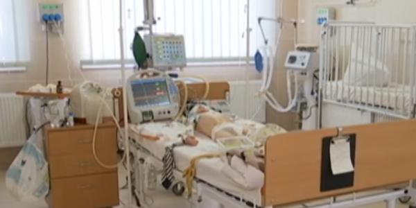 Мальчик, избитый отчимом, уже 10 дней находится в коме