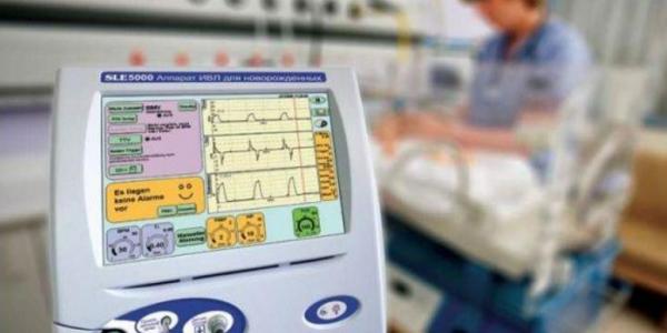 Вторая горбольница пополнилась новым аппаратом для искусственной вентиляции легких малышей и мам