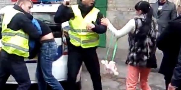 На Молодежном патрульные при задержании устроили «махач» с женщинами