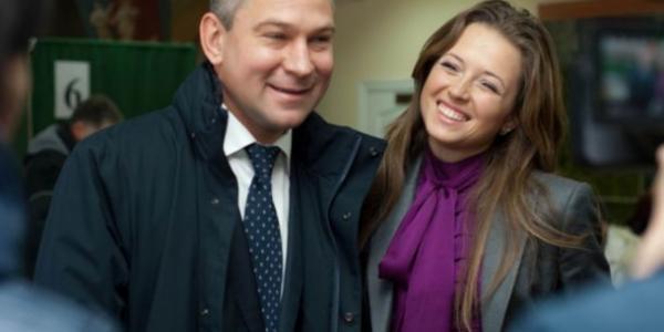 Нардеп-тушка Шаповалов задекларировал миллионы, но взял компенсацию от государства на жильё