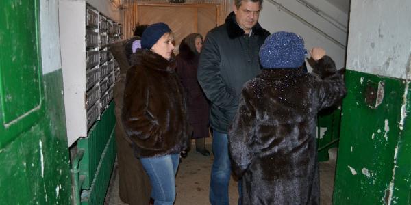 Депутати Кальченко та Макаруша вимагають від управляючої компанії виконання своїх зобов'язань