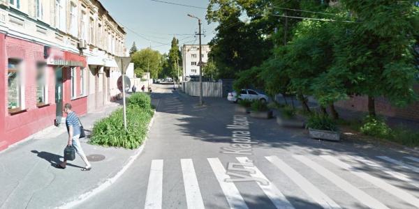 Кременчугские автомобилисты просят вернуть двустороннее движение по ул. Лейтенанта Покладова