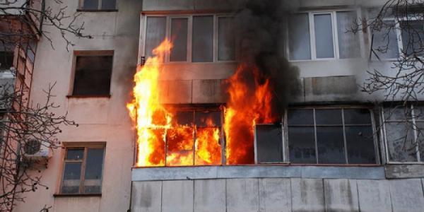 На Киевской в многоэтажке горела квартира: есть пострадавший