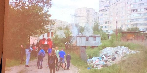 В Крюкове на территории заброшенного строительства произошел пожар